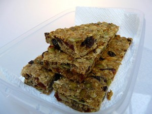 Oat and fruit lunch box bars