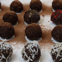 Raw cacao and fruit balls