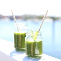 Hearty green kale smoothie